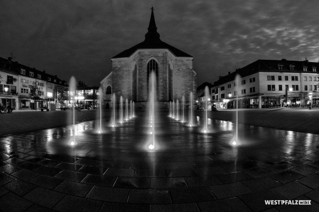 Nord-Ost-Fassade der Alexanderskirche Zweibrücken bei Nacht
