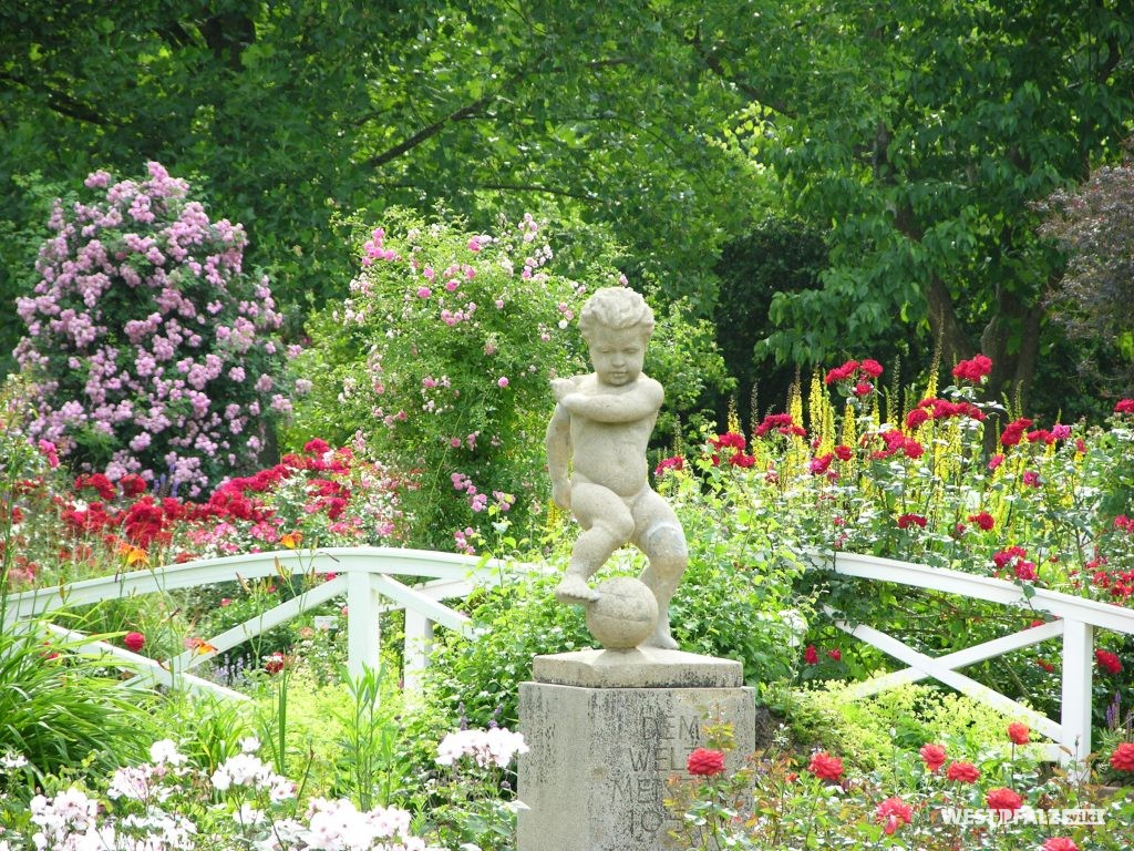 Statur im Rosengarten Zweibrücken