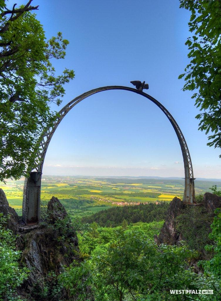 Blick auf den Adlerbogen bei Dannenfels.