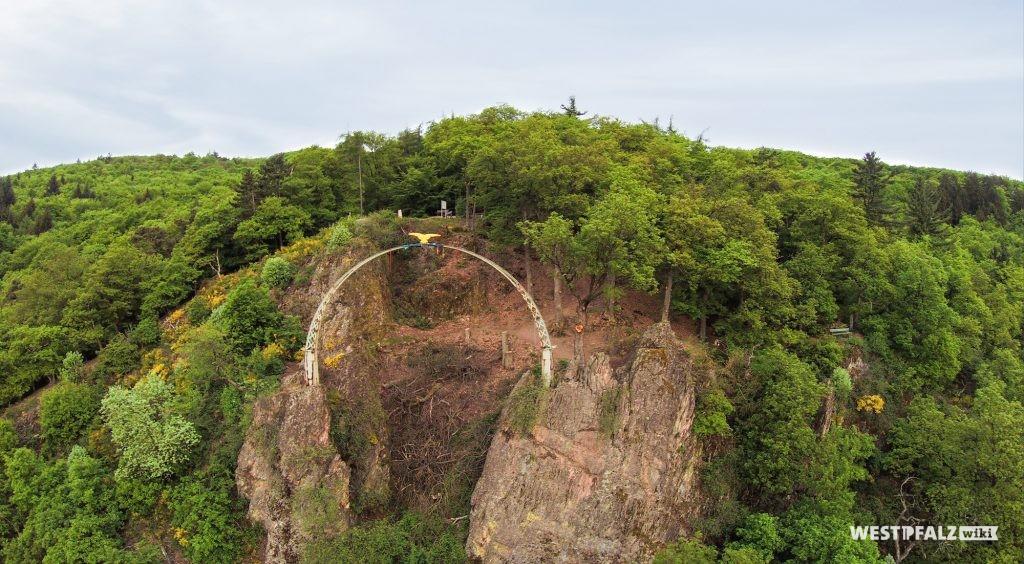 Luftaufnahme des Adlerbogens auf dem Dannenfels.