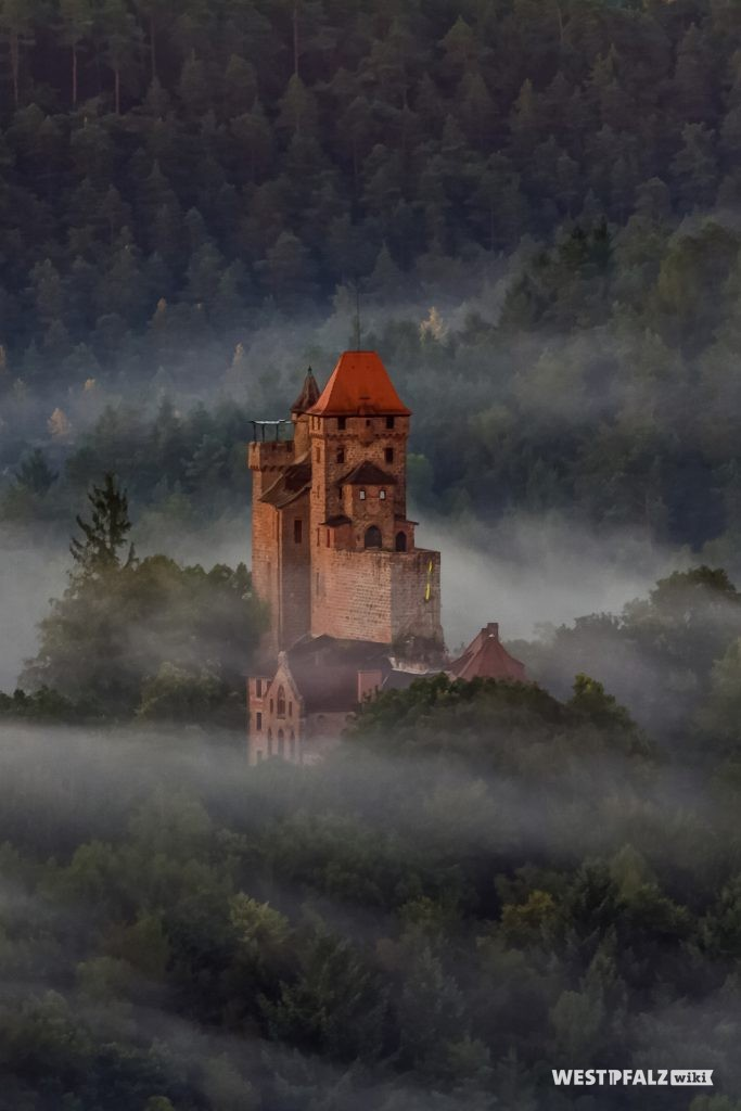 Luftbild der Burg Berwartstein bei Erlenbach