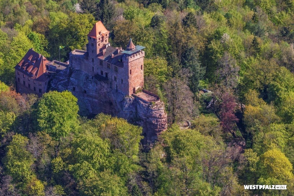 Luftbild der Burg Berwartstein