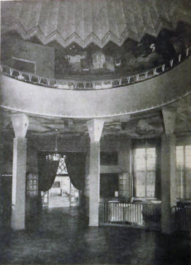 Runde Tanzfläche im Café auf dem ehemaligen Ausstellungsgelände