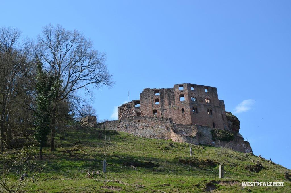 Südostseite der Burg Frankenstein mit Burgberg