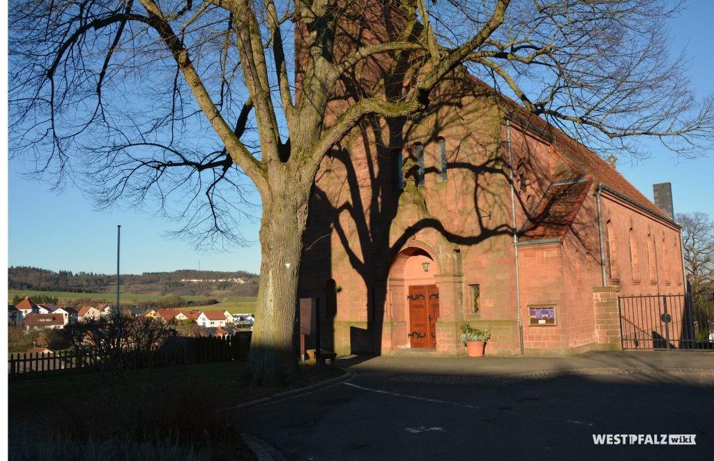 Südwest-Ansicht der protestantischen Kirche in Ramsen.