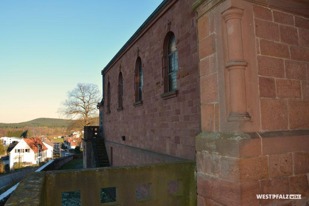Nordost-Ansicht der protestantischen Kirche in Ramsen.