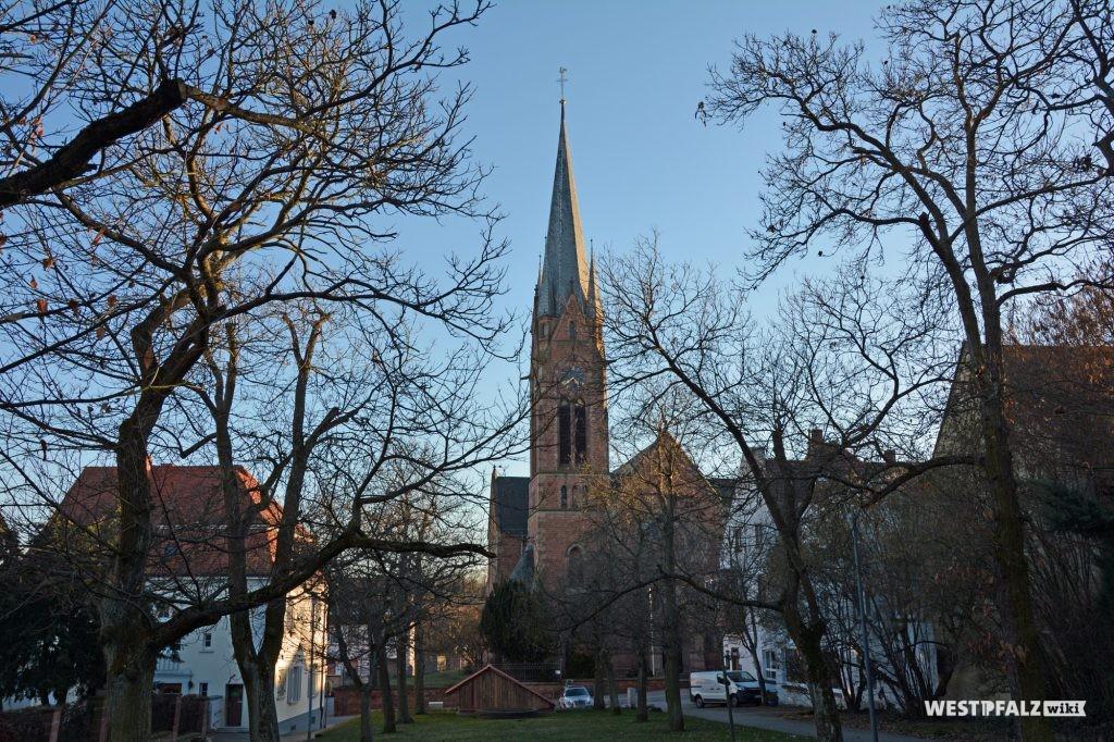 Nord-Ansicht der Protestantischen Pfarrkirche in Eisenberg in der Pfalz.