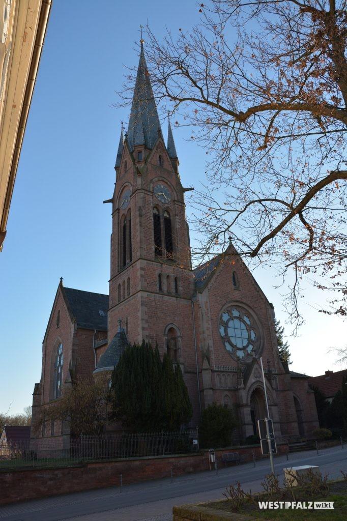 Nord-Ost-Front der Protestantischen Pfarrkirche in Eisenberg in der Pfalz.