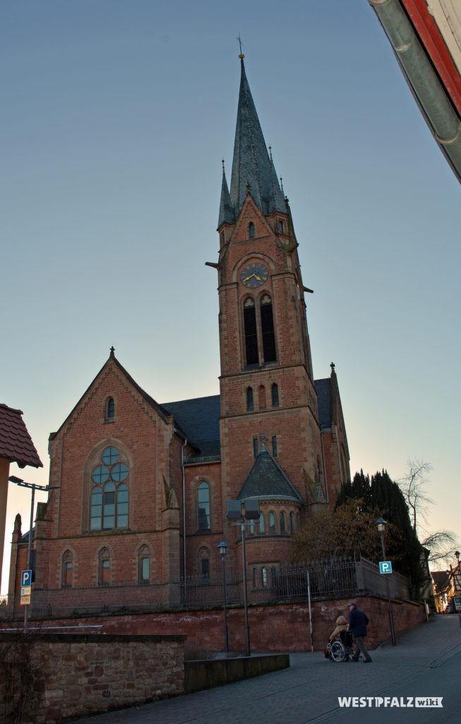 Ost-Ansicht der Protestantischen Pfarrkirche in Eisenberg in der Pfalz.