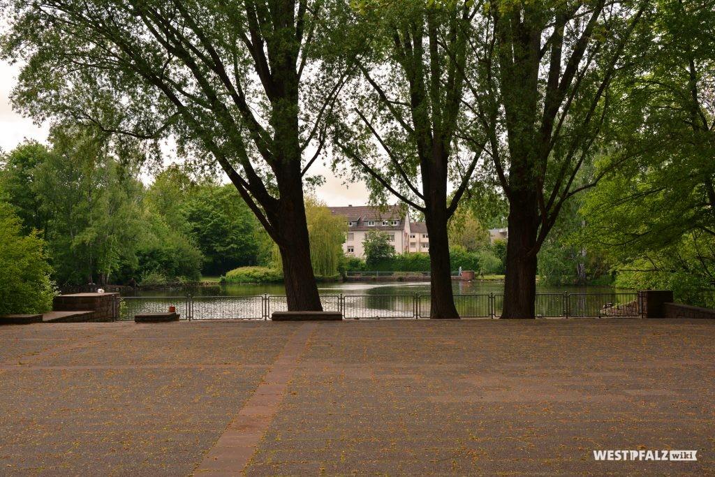 Blick auf den See im Volkspark in Kaiserslautern