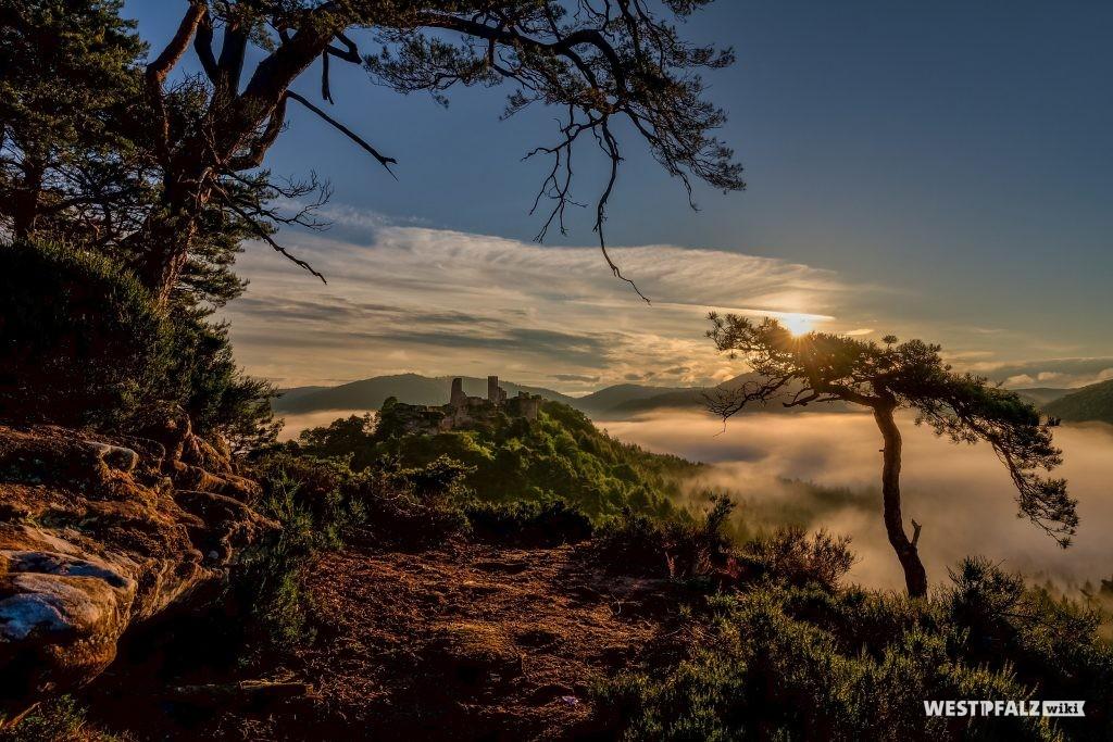 Blick auf die Dahner Burgengruppe vom Haferfels aus
