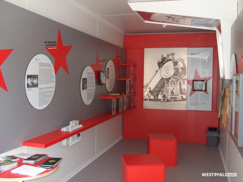 Einblick in den Infotainer zu den Flugtagen im Museum Docu Center in Ramstein-Miesenbach