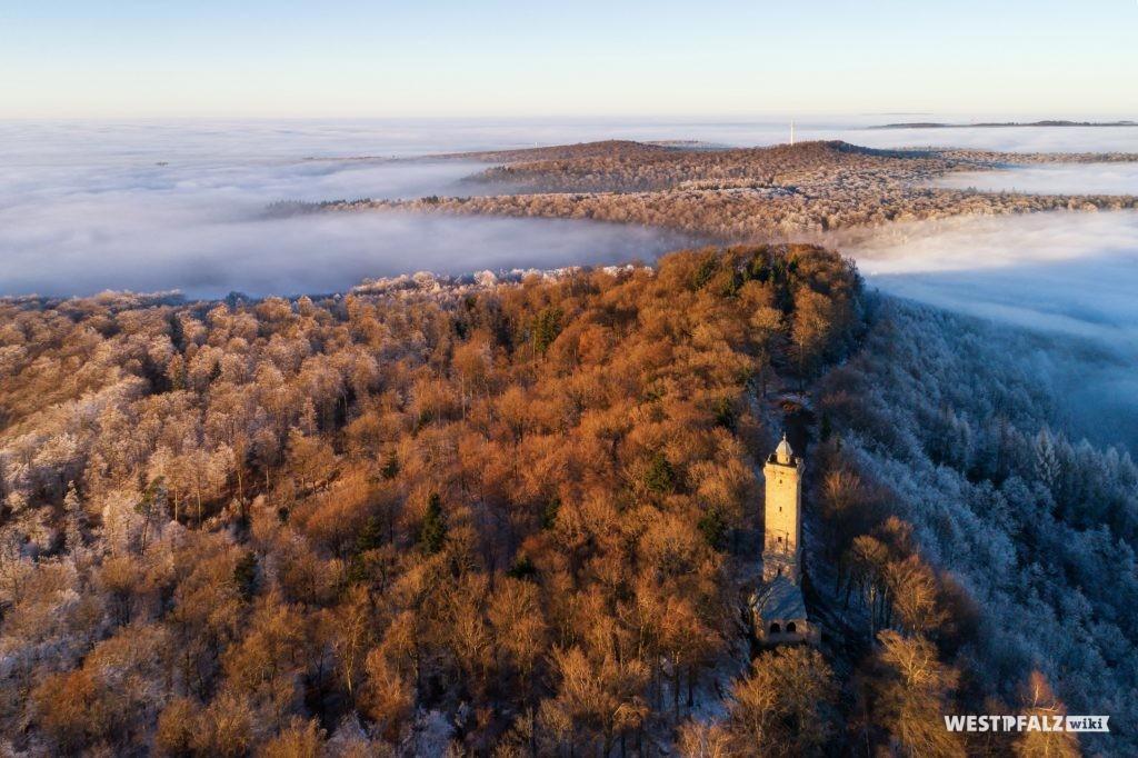 Luftaufnahme des Luitpoldturmes im Winter