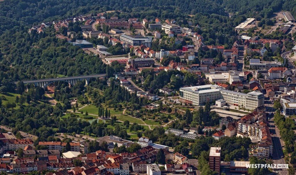 Luftaufnahme des Strecktalparks in  Pirmasens.
