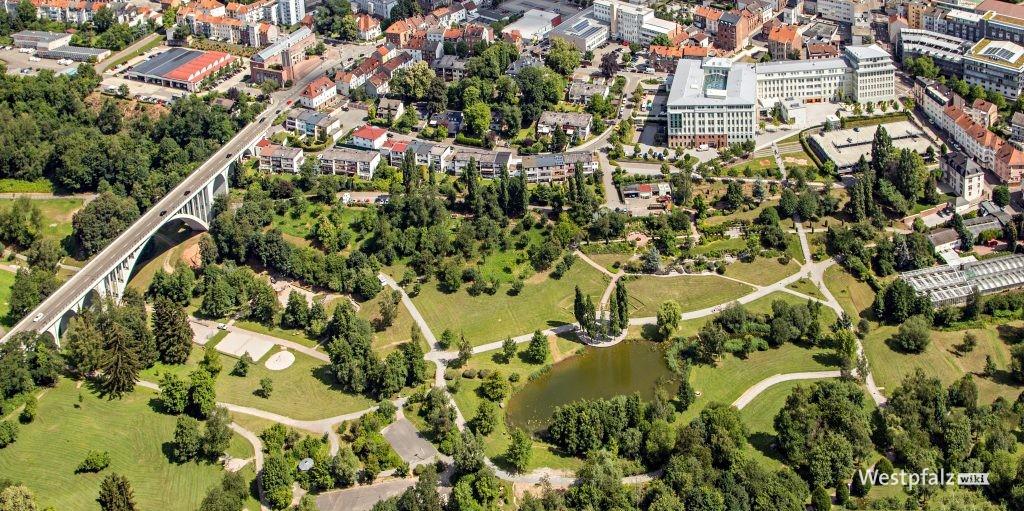 Luftaufnahme des Strecktalparks innerhalb von Pirmasens.