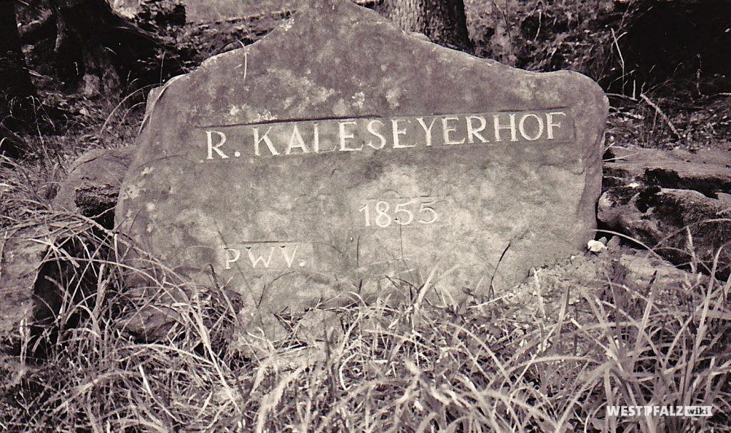 """Ritterstein """"R. Kaleseyerhof 1855"""" (Ritterstein Nr. 37)"""