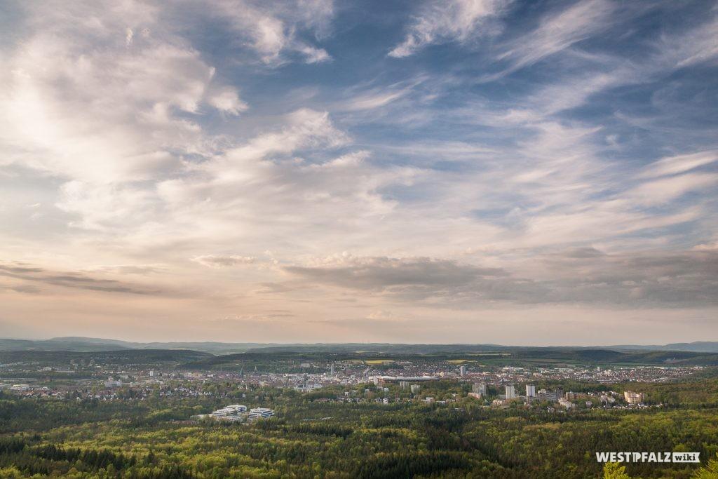 Blick vom Humbergturm auf Kaiserslautern