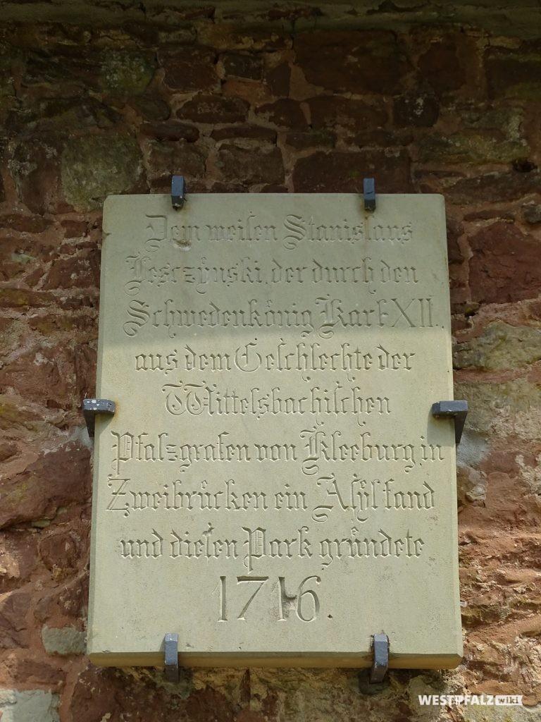 Gedenktafel an einem Gebäude der Fasanerie in Zweibrücken.
