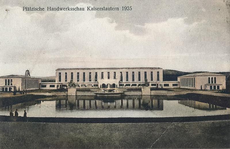 Blick auf die Ausstellungshallen im Jahr 1925