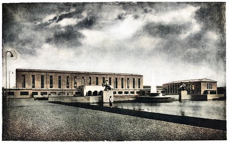 Blick auf den Vorhof der früheren Ausstellungshallen