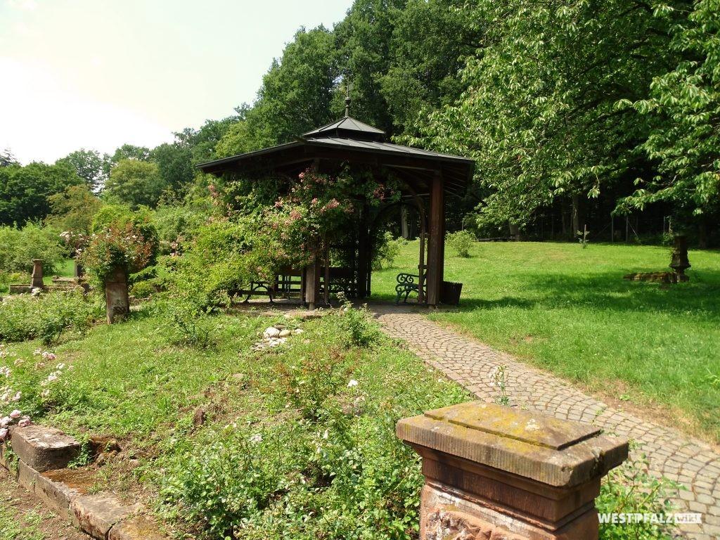 Pavillon im Wildrosengarten Zweibrücken.