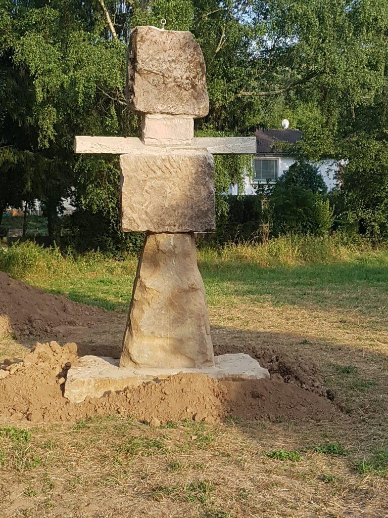 Sandsteinerner Steinemann im Deutschen Sandsteinpark in der Uferstraße in Alsenz