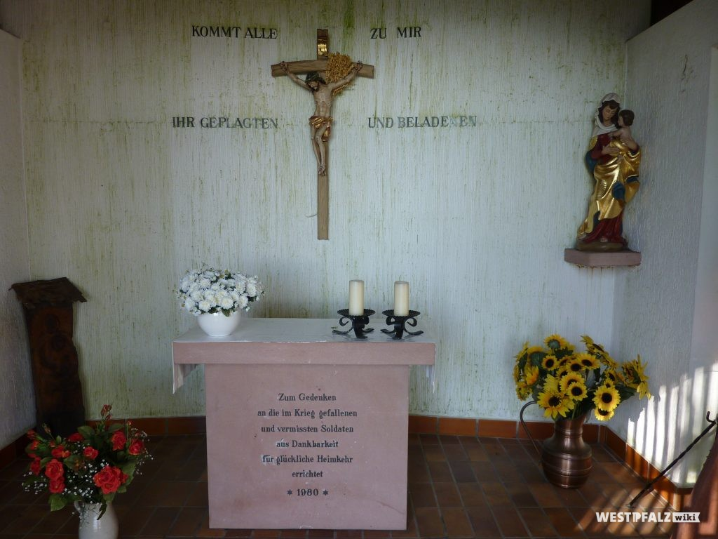 Altar im Innenraum der Erlöserkapelle in Ramsen