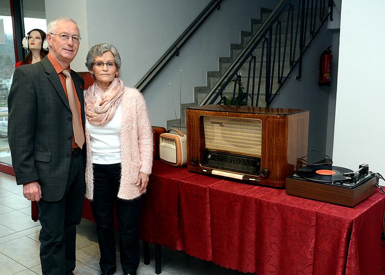 Isolde und Hermann Nagel  bei einer Ausstellung in der Festhalle Alsenz