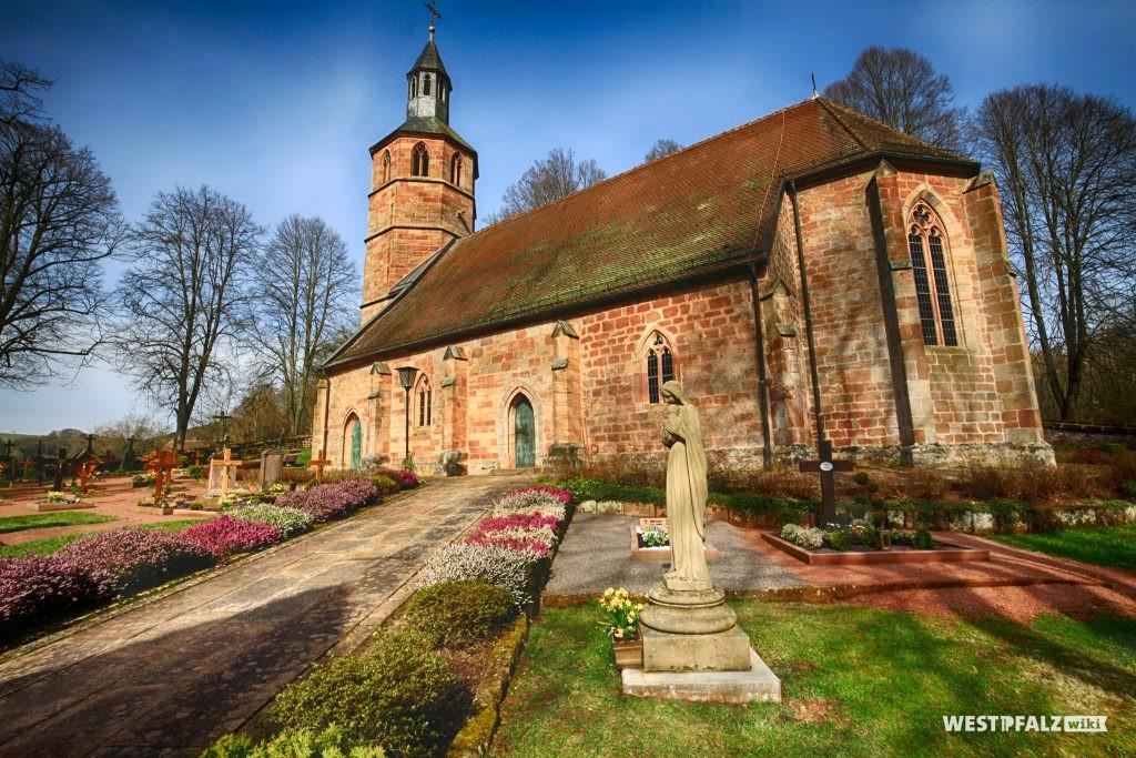 Kirche Mariä Himmelfahrt mit Friedhof