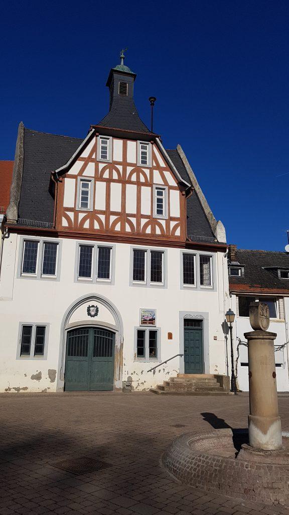 Altes Rathaus am Marktplatz in Obermoschel