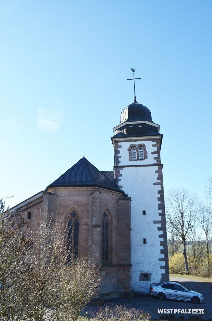 Blick auf den Chor und den Kirchturm