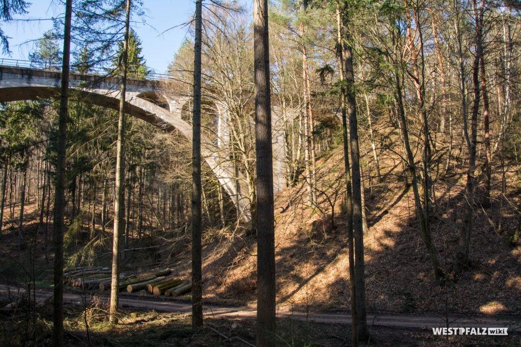 Dreibrunnentalbrücke im Stumpfwald