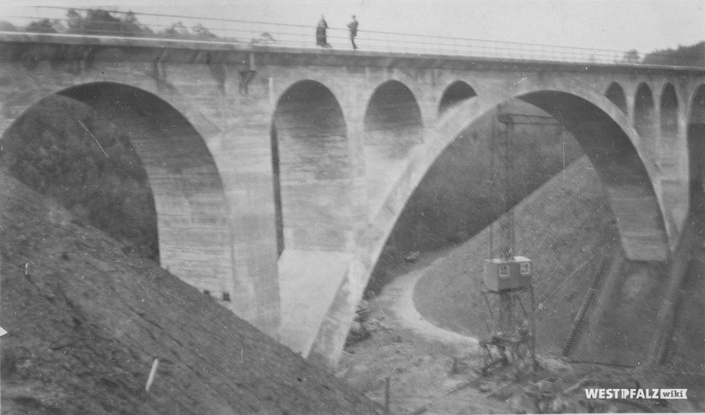 Historische Aufnahme der Dreibrunnnetalbrücke im Stumpfwald.