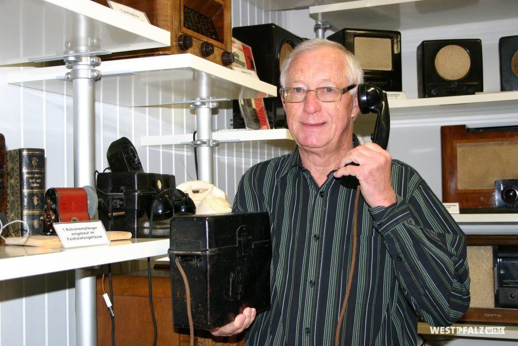 Hermann Nagel im Radio-Museum Nordpfalz