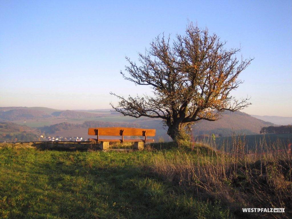 Blick von der Burgruine Randeck ins Alsenztal.