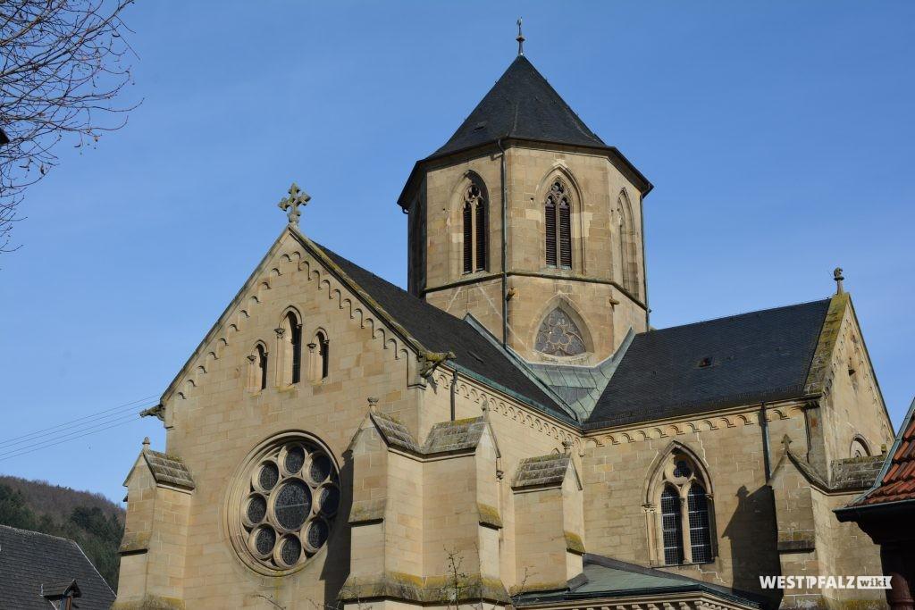 Blick von Süden auf die evangelische Pfarrkirche in Offenbach am Glan
