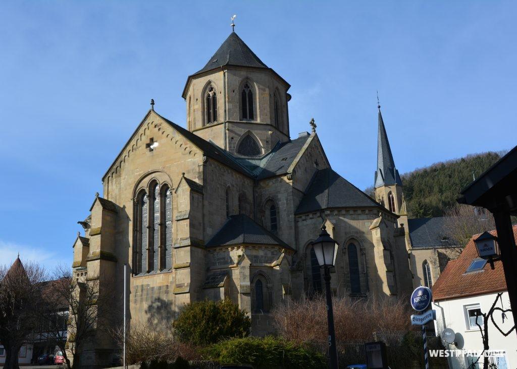 Blick von Südosten auf die evangelische Pfarrkirche in Offenbach am Glan