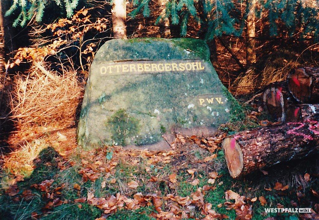"""Ritterstein mit der Inschrift """"Otterbergersohl"""" bei Waldleiningen"""