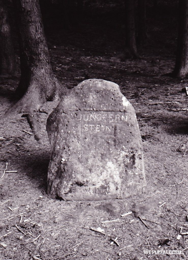 """Ritterstein mit der Inschrift """"Jungfernstein"""" bei Kaiserslautern"""