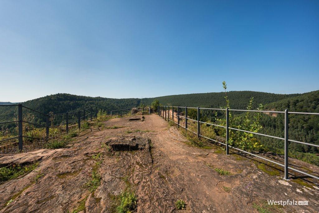 Ausblick von der Falkenburg bei Wilgartswiesen