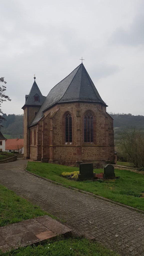 Chor der Simultankirche St. Valentin in Oberndorf von außen