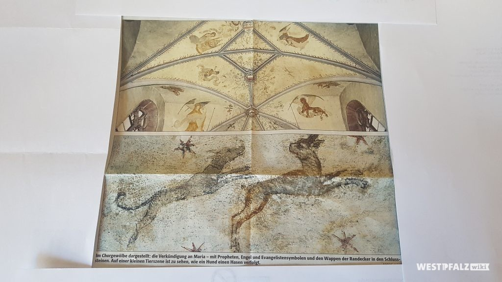 Im Chorgewölbe dargestellt: Die Verkündigung an Maria - mit Propheten, Engel und Evangelistensymbolen und den Wappen der Randecker in den Schlußsteinen. Auf einer kleinen Tierszene ist zu sehen, wie ein Hund einen Hasen verfolgt.
