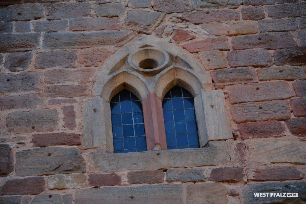 """Das """"Kapellenfenster"""" befindet sich im 2. Obergeschoss des Wohngebäudes der vorderen Burganlage."""