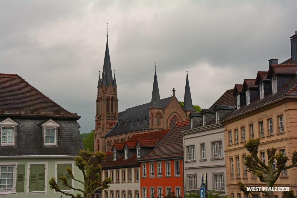 Blick von der evangelischen Stadtkirche zur katholischen Kirche St. Ägidius in Kusel