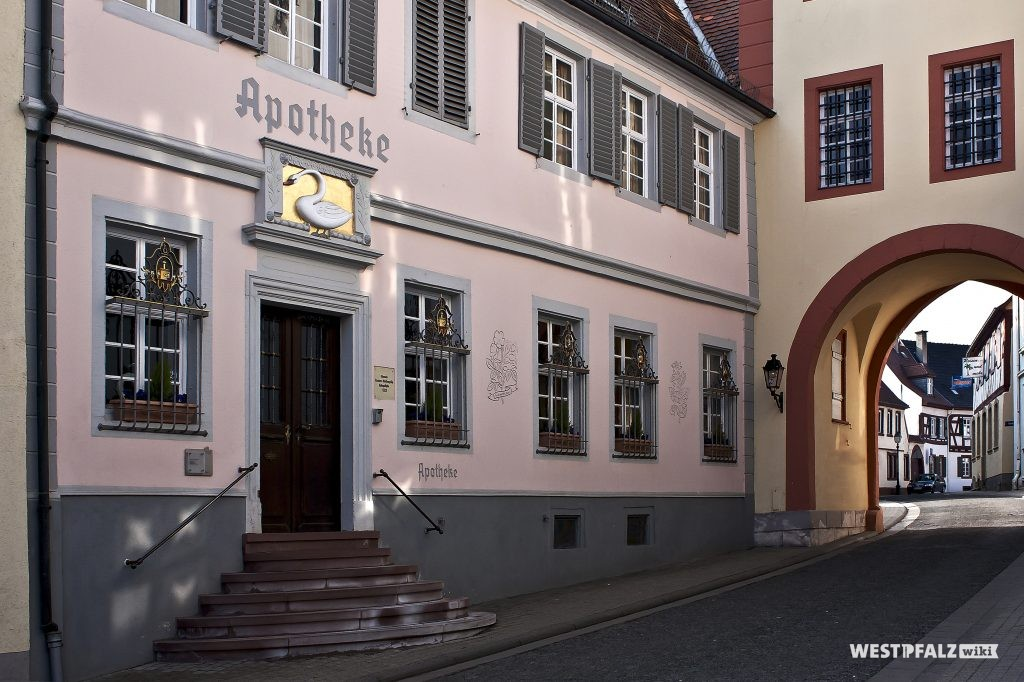 Historische Apotheke am Stadthausturm