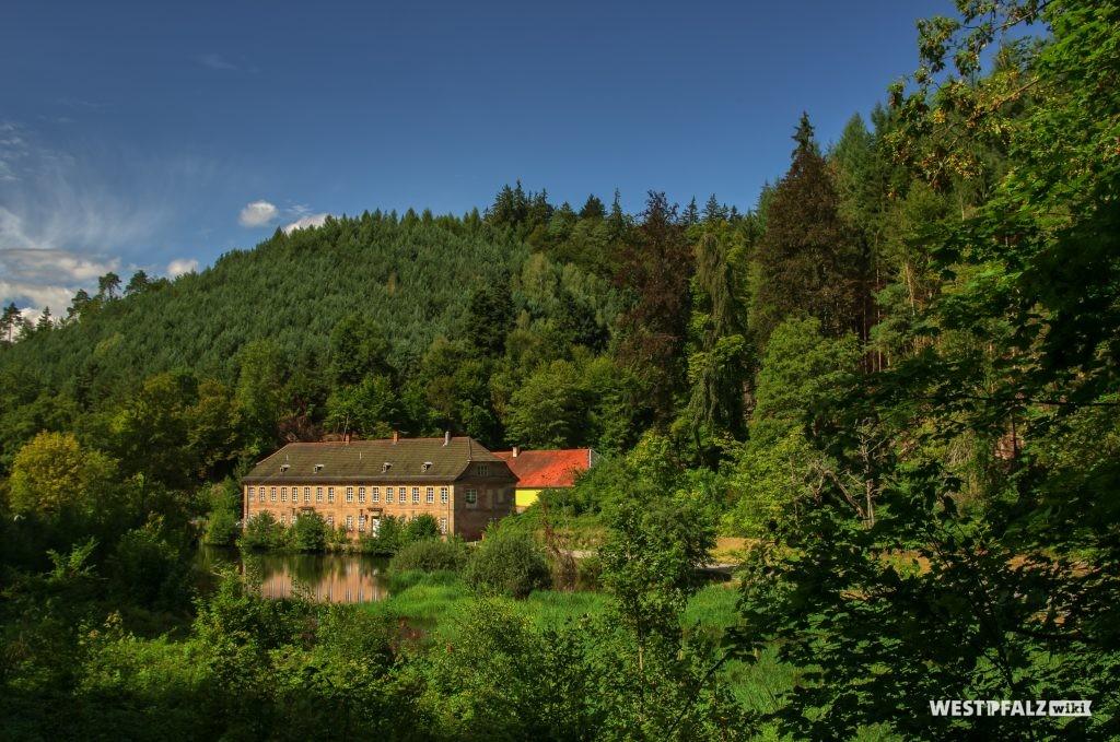 Blick auf das Herrenhaus am Unterhammer im Karlstal