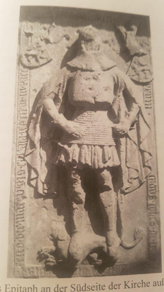 Gedenkplatte Ritter Johann IV. von Lewenstein in der Kirche Niedermoschel