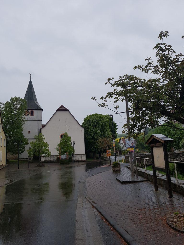 Außenansicht der Protestantischen Kirche in Niedermoschel