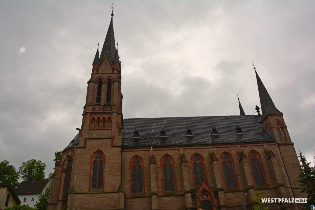 Blick auf die Nordseite der katholischen Pfarrkirche St. Ägidius in Kusel