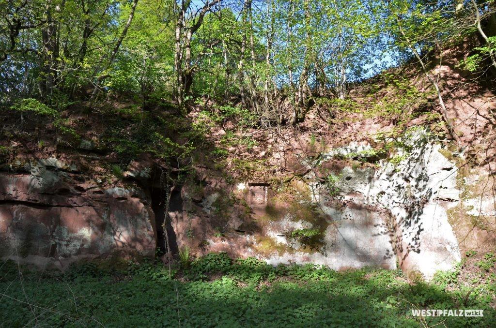 Felsen der Burgruine Wiesbach
